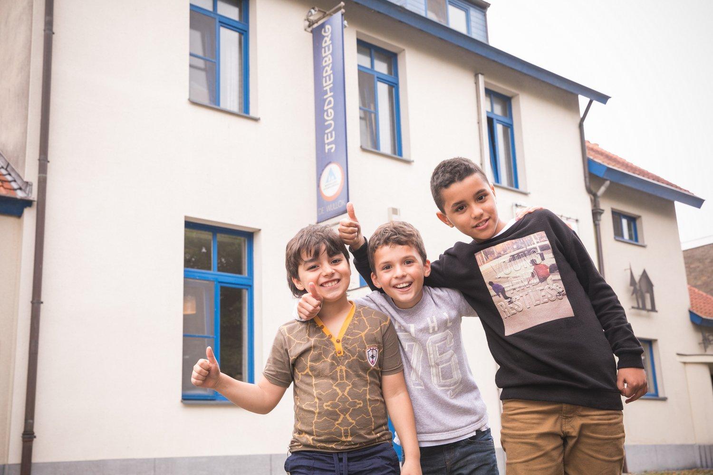 Kinderen buiten aan Hostel De Wullok in Blankenberge