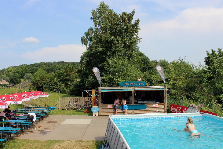 Zwembad en beachbar