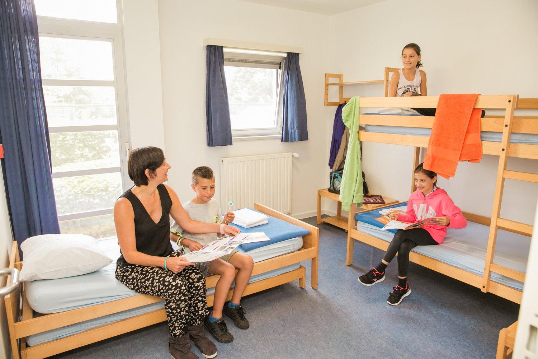 Familie in een meerpersoonskamer